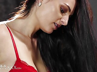 MOMxxx – Bianka Blue and Leanne Lace have romantic lesbian sex