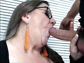 Mature BBW gives dude blowjob