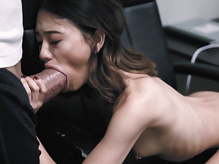 Jasmine Grey challenges herself with a huge cock!