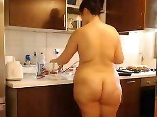 Bet butt naked in house