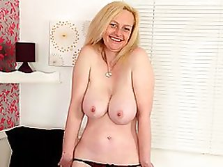 English Milf Fiona Cant Control Her Hungry Cunt
