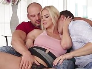 Muscled bisex man gives bj
