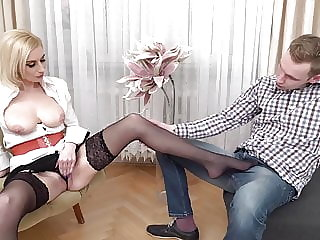 MILF gets cuni and fuck from bad boy