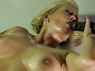 Interracial Sex mit geiler blonde Milf